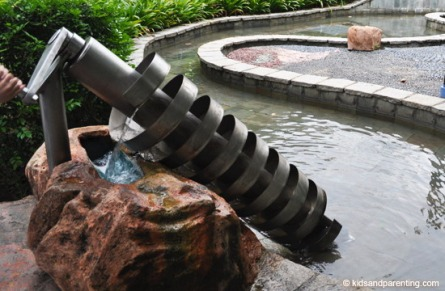 kineticgarden-archimedes-screw
